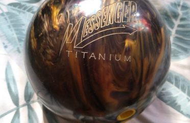 COLUMBIA MESSENGER TITANIUM BOWLING BALL