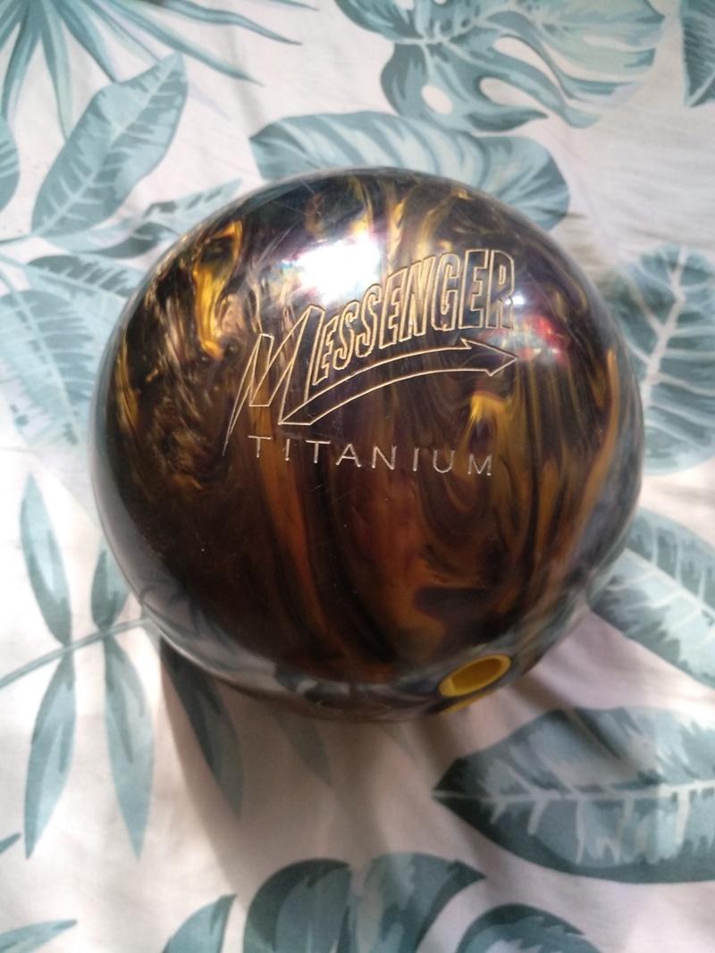 COLUMBIA MESSENGER TITANIUM BOWLING BALL